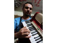 Çerkezlerin milli çalgısı 'Garmon' Kayseri'de hayat buluyor