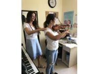 Müzisyenleri uzun vadede kas ve iskelet problemleri bekliyor