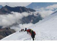 Hakkari dağcıları Gürcistan Kazbek dağına tırmandılar