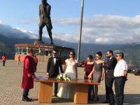 Dünyanın en büyük Atatürk heykelinin önünde nikah kıydılar