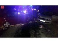Çorum'da iki otomobil çarpıştı: 9 yaralı
