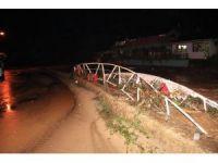 Zonguldak'ta dere taştı, köprü yıkıldı