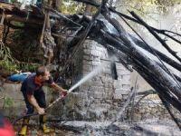 Kimliği belirsiz kişiler tahta köprüyü yakıp kaçtı