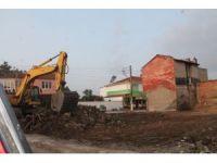 Kamulaştırılan ev ve işyerleri yıkıldı