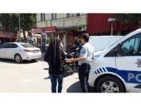 Sırt çantalı şüpheli kadın polis ekiplerini harekete geçirdi