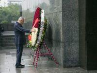 Başbakan Yıldırım, Vietnam'ın ilk başkanının mozolesini ziyaret etti