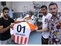 Adanasporlu futbolculardan yaralı askere ziyaret