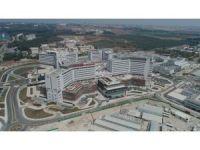 Bakan Çelik Adana Şehir Hastanesi ve Koza Stadyumu'nu inceledi