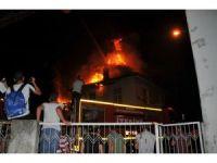 Bafra'da 2 bina alevlere teslim oldu