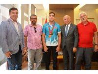 Başkan Eşkinat şampiyonu ağırladı