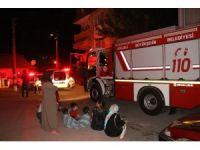 Apartmanda çıkan yangın, vatandaşları sokağa döktü