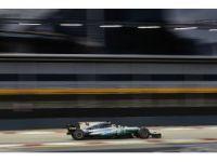 Mercedes AMG Petronaslu pilotlar Singapur'da koltuklarını sağlamlaştırdı
