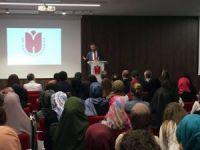 İbn Haldun Üniversitesi'nde ilk dersi Rektör Şentürk verdi