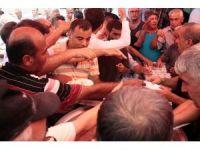 Adana'da tavuklu pilav izdihamı