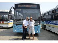 Belediye otobüsü şoföründen alkışlanacak hareket