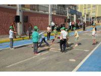 Gaziosmanpaşa'da çocuklar sanal oyunları bırakıp oyun sokağına koştu