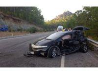 Marmaris'te minibüs ile otomobil çarpıştı: 10 yaralı