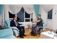 Başbakan Yardımcısı Çavuşoğlu kahraman komutanı evinde ziyaret etti