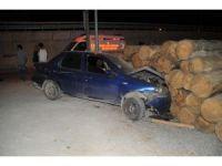 Otomobil tomruk istifine çarptı: 1 yaralı