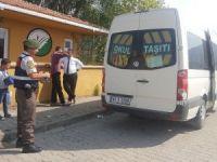17 kişilik servise 32 öğrenci bindi