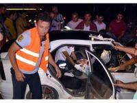 Geri manevra yaparken yolu kapatan tır kazaya neden oldu: 2 yaralı
