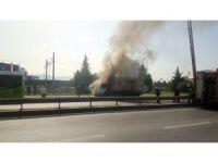 Kolonya yüklü kamyon alev alev yandı