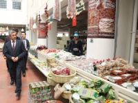 Köy pazarına vatandaşlardan yoğun ilgi