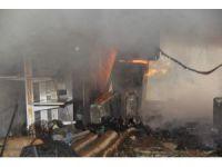 Eski benzin istasyonu alev alev yandı