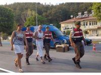 Manavgat şelalesinde cüzdan çalan İngiliz turist, durdurulan tur otobüsünde yakalandı