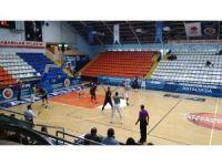 Akhisar Belediyespor: 70 - Karesispor: 53