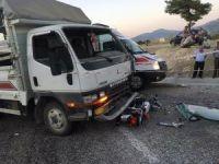 Kamyonet iki motosiklete çarptı: 2 ölü