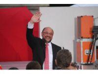Alman başbakan adayı Schulz mitingde konuştu