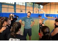 Bozüyük Belediyesi voleybol takımı çalışmalarına devam ediyor