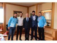 Hentbol şampiyonlarından Rektör Gündoğan'a ziyaret