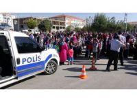 Aksaray'da öğrenci ve velilerden üst geçit eylemi