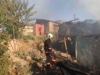 Başkent'te gecekondu yangını