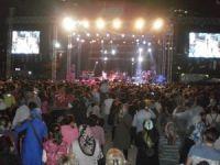 Hadise ve Mümin Sarıkaya 6. Kardeş Kültürler Festivali'nde sahne aldı