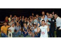 İranlı turistler Trabzon'da tekne turlarında gönüllerince eğleniyor