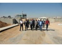 Vali Meral, inşaatı devam eden tesislerde incelemelerde bulundu