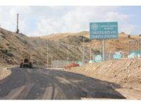 Katı atık transfer istasyonunun yolu asfaltlanıyor