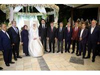 Eski Başbakan Davutoğlu Malatya'da düğüne katıldı