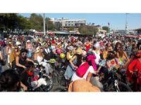 'Süslü Kadınlar' bisikletleriyle İstanbul trafiğinde