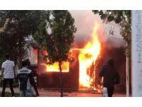 Beylikdüzü'nde taksi kulübesinde korkutan yangın