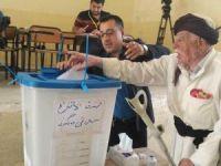 Kerkük'ün en yaşlısı da oy kullandı