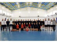 Bayanlar Voleybol Takımı hazırlık maçında Anadolu Üniversitesi ile karşılaştı