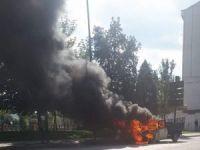 Trafikte seyreden araç alev alev yandı