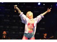 """Adana'da konseri yarıda kalan Aleyna Tilki: """"Üzülmeyin tekrar kavuşacağız"""""""