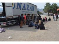 Çorum'da bir tırda 214 göçmen yakalandı