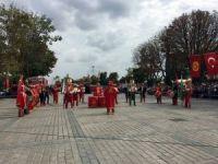 İstanbul İtfaiyesi'nin 303'üncü yıldönümünde tulumbacılar Sultanahmet'te tatbikat yaptı