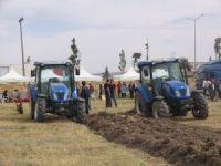 Erzurum'lu çiftçiler Tarım ve Teknoloji Road Show saha etkinliğinde bir araya geldi